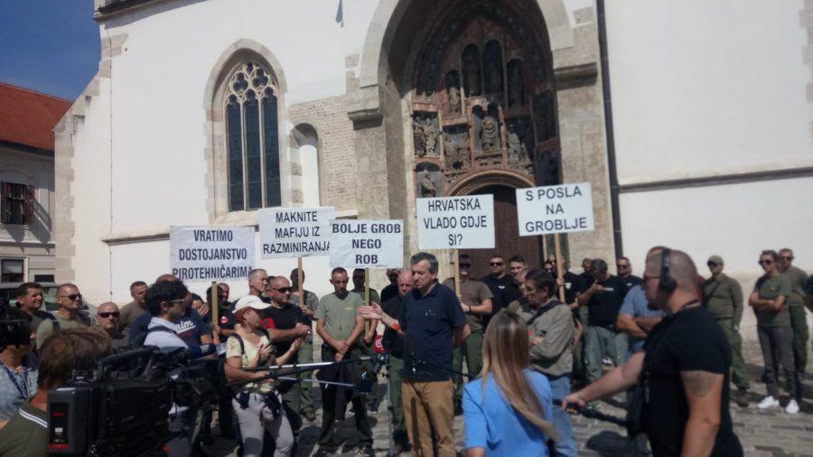 Pirotehničari prosvjedovali pred Vladom