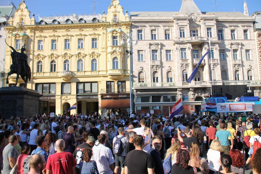 """Prosvjedna akcija """"Festival slobode"""" protiv mjera Stožera za suzbijanje koronavirusa: """"Nećemo odustati od naših temeljnih prava. Pozivamo vas da zaboravimoono što nas razdvaja nego se sjetimo onoga što nas spaja"""""""