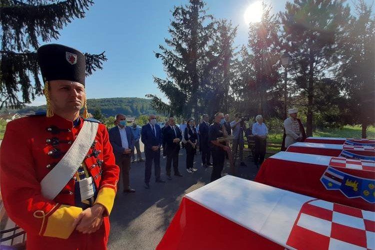 Posljednji ispraćaj posmrtnih ostataka 15 Hrvata ubijenih 1946. po nalogu OZNE