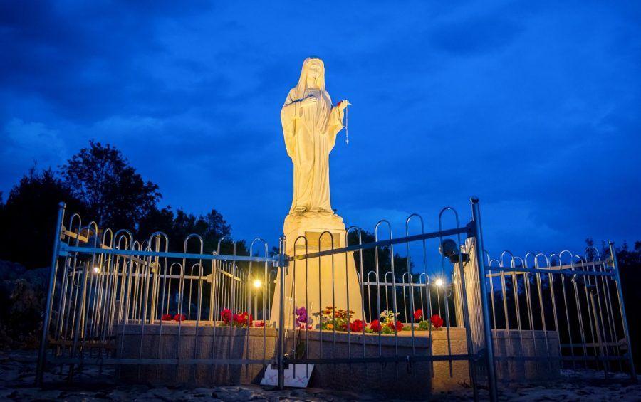 """MEĐUGORJE Gospina poruka preko Marije Pavlović-Lunetti, 25.10.2020.: """"U ovom vremenu zovem vas da se vratite Bogu i molitvi. Zazivajte sve svete u pomoć da bi vam oni bili primjer i pomoć"""""""