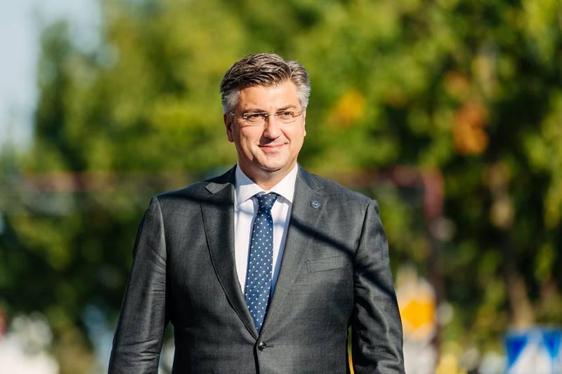 (VIDEO) Plenković apelira na građane: Moramo pokazati mentalitetnu snagu i odgovornost kako bismo zaustavili širenje epidemije
