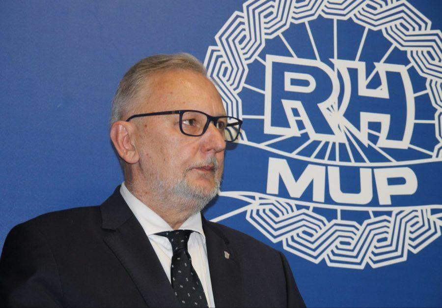 """Ministar policije Božinović nije """"Baba Vanga"""" da može predvidjeti kad će kome pasti na pamet da uradi onakav suludi čin napada na državne institucije. Odgovornost je na svima nama!"""