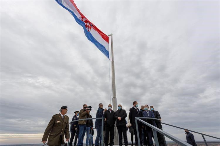 Medved posjetio novootvoreni obnovljeni Vukovarski vodotoranj – simbol hrvatskog zajedništva
