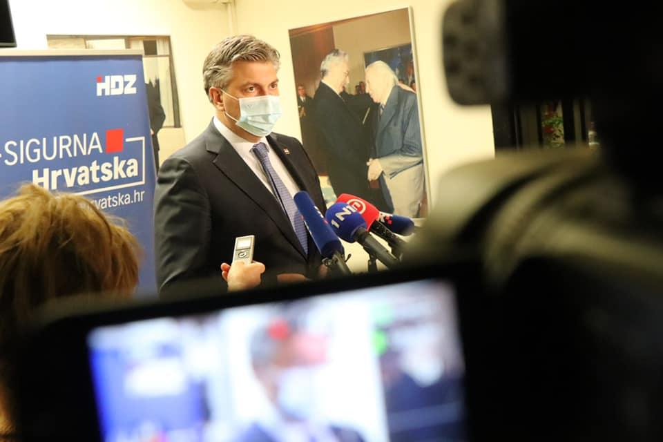 """Plenković: Stajalište o istražnom povjerenstvu zauzet ćemo nakon istrage na terenu; """"Treba se sve rasvijetliti u odnosu na poslijeratnu obnovu"""""""