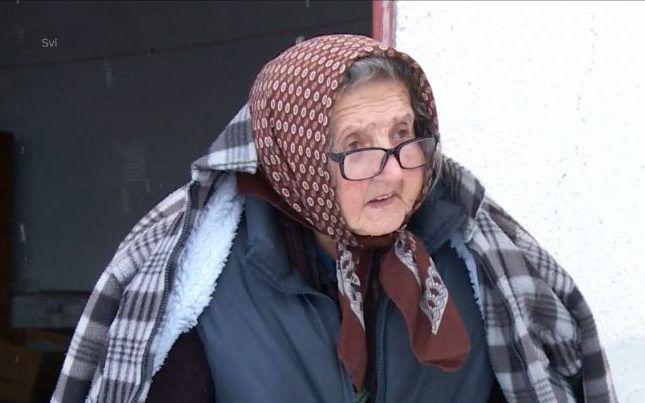 """BRIGA DRŽAVE Baka Mira koja je ostala bez doma u razornom potresu kontejner još uvijek čeka, a nitko joj ništa ne govori: """"A gdje ću, dijete?"""""""