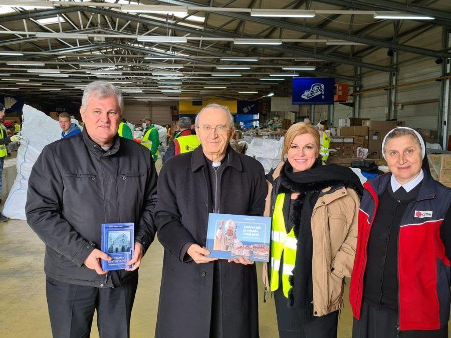 Predsjednik HBK Želimir Puljić posjetio Caritasov distribucijski centar u Sisku