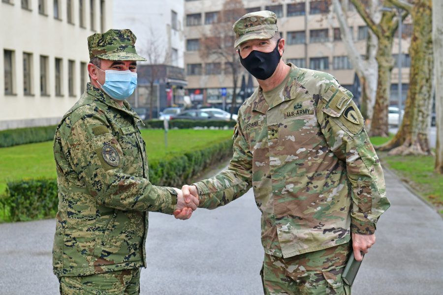 Zamjenik zapovjednika kopnene vojske SAD-a u Europi general-bojnik Joseph F. Jarrard u posjetu OSRH