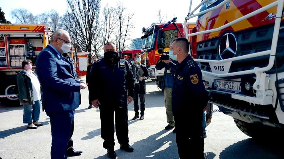 Hrvatskim vatrogascima na Policijskoj akademiji isporučeno još 14 vatrogasnih vozila