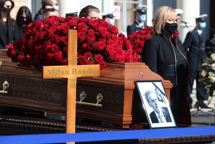 Na Mirogoju održan posljednji ispraćaj dugogodišnjeg zagrebačkog gradonačelnika Milana Bandića