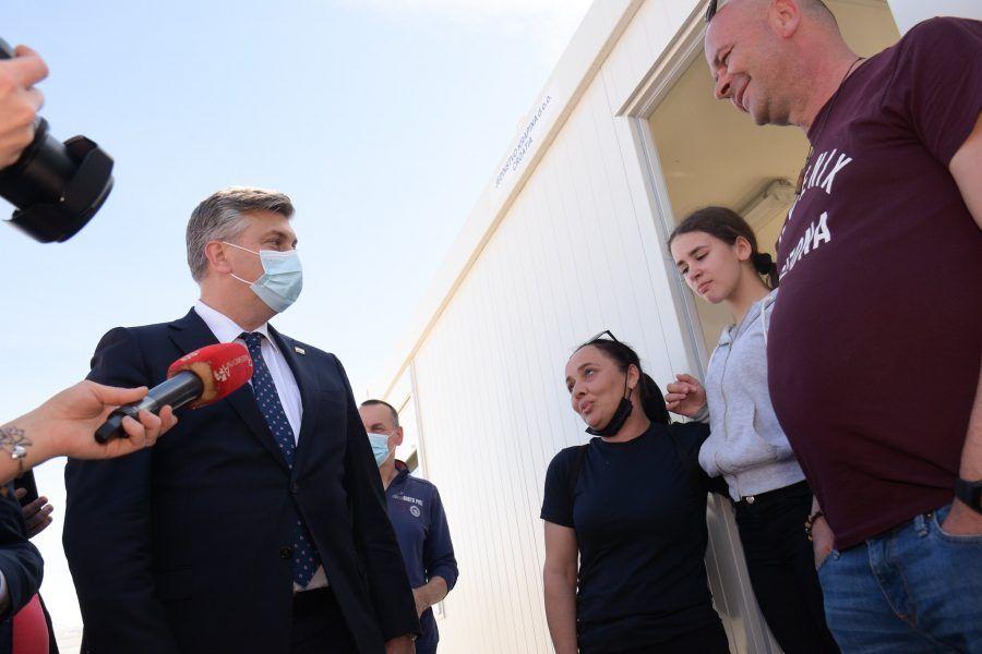 Premijer Plenković u Glini: Predano raditi na obnovi domova stradalih u potresu