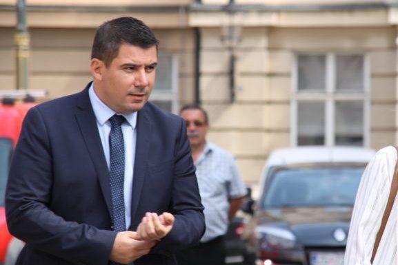 """Grmoja očitao bukvicu premijeru: """"Plenkoviću, jedino što je besprizorno je vaša okupacija institucija i stanje u našem pravosuđu, nas se ne može kupiti"""""""