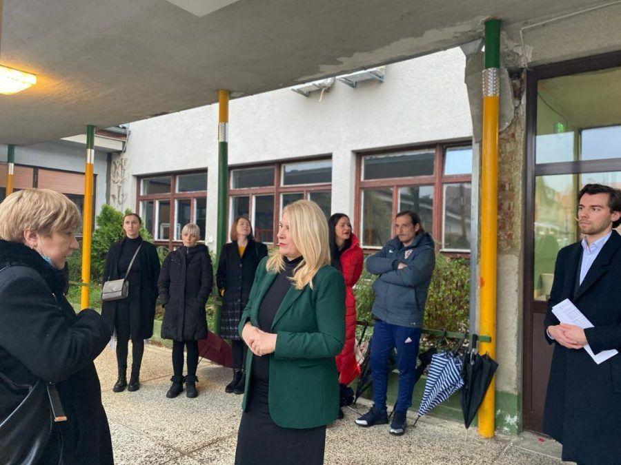 Vesna Škare Ožbolt obišla je Osnovnu školu Bukovac: Potrebno je pristupiti hitnoj obnovi škola zbog sigurnosti i dobrobiti djece