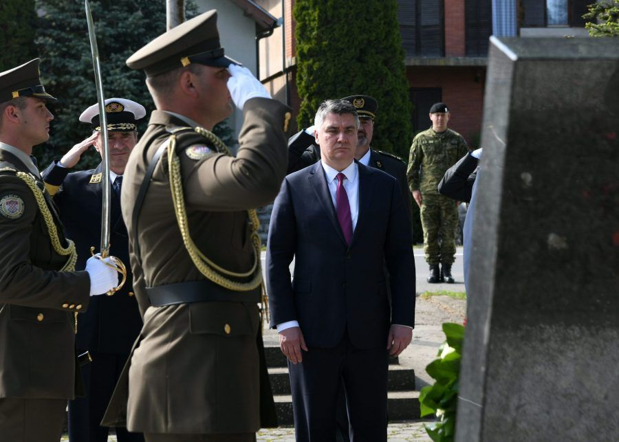 """Milanović poslao znakovitu poruku Pupovcu i SDSS-u: Došao sam mu reći da mi smeta ovaj spomenik Šoškoćaninu u Borovu, jer je to spomenik jednome ubojici"""""""