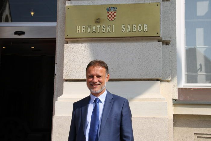"""Jandroković čestitao građanima Uskrs: """"iskažimo ponovno zahvalnost znanim i neznanim herojima koji brinu o zdravlju i životima drugih"""""""