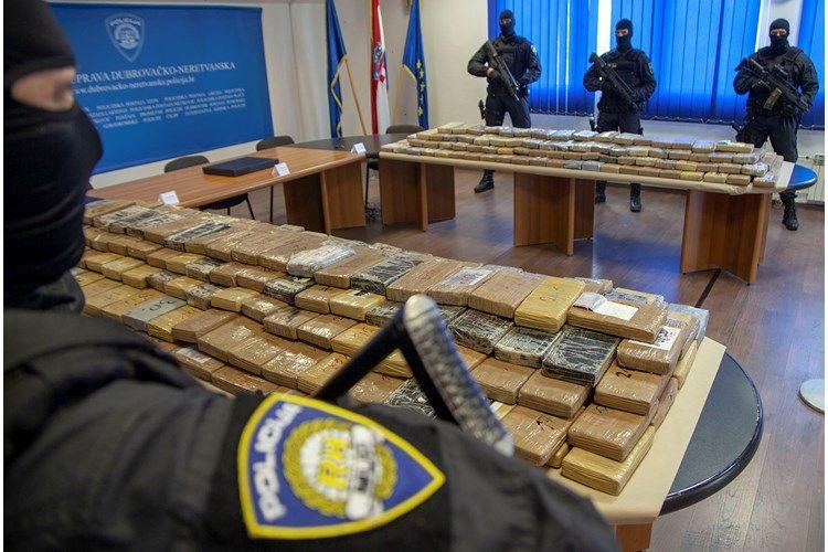 (FOTO i VIDEO) U Dubrovačko-neretvanskoj županiji zaplijenjeno preko pola tone kokaina