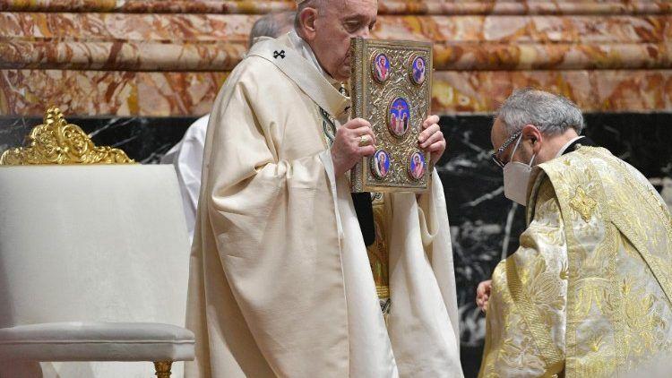 """(VIDEO) Poruka pape Franje Urbi et orbi: na Uskrs """"skandaloznima"""" prozvao izdvajanja za naoružanje u vrijeme pandemije"""