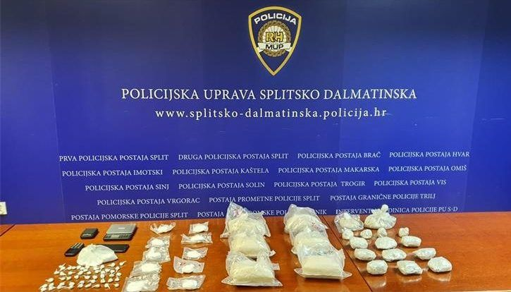 (VIDEO) Splitska policija zaplijenila više od četiri kilograma heroina i gotovo pola kilograma kokaina