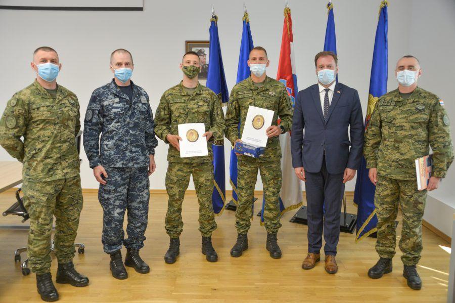 """(VIDEO) Nagrade pripadnicima HV-a za uspjeh na međunarodnom natjecanju """"Best Soldier Competition"""""""