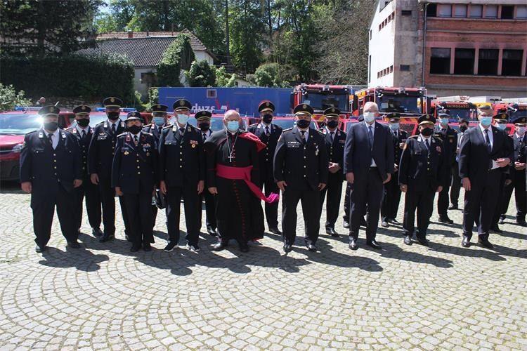 Povodom Dana vatrogastva predano na uporabu 75 kombija i 15 interventnih vatrogasnih vozila