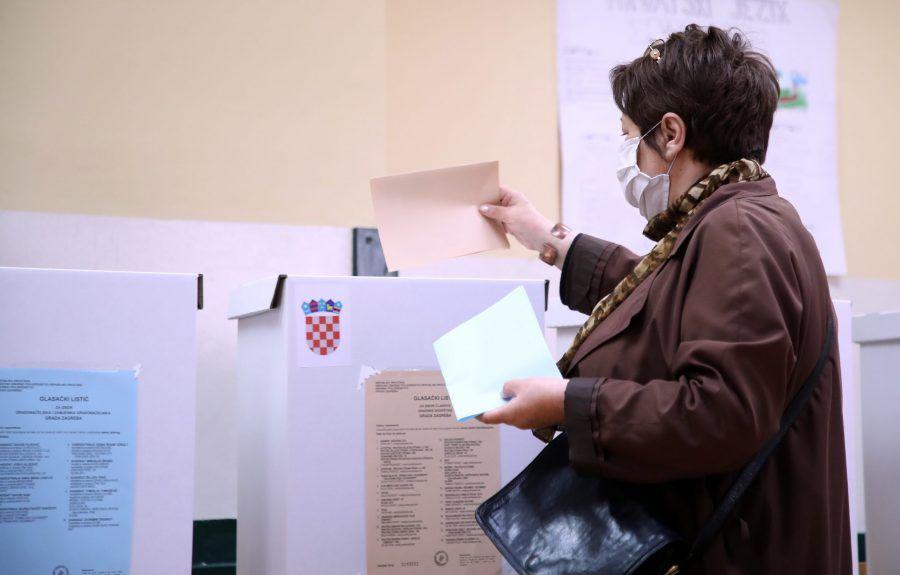 Lokalni izbori: Otvorena sva biračka mjesta, na Banovini i ona u šatorima