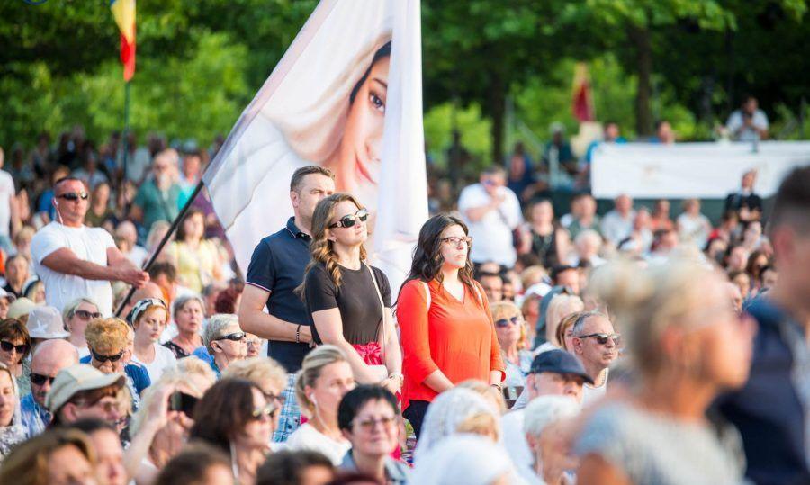 (FOTO i VIDEO) U Međugorju proslavljena 40. obljetnica Gospina ukazanja: Rekordan broj svećenika i hodočasnika na večernjoj Svetoj misi