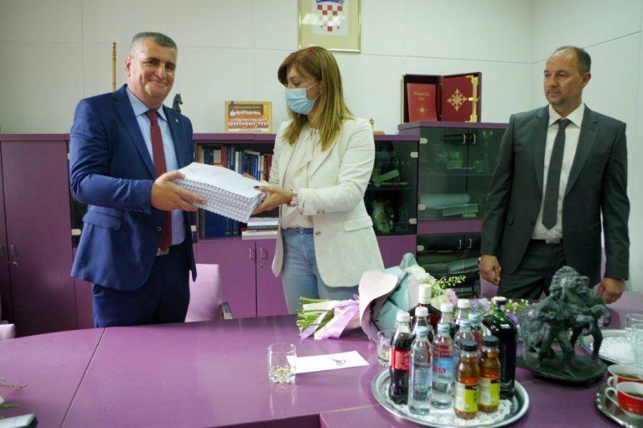 Novi gradonačelnik hrvatski branitelj Miro Bulj preuzeo vlast u Sinju