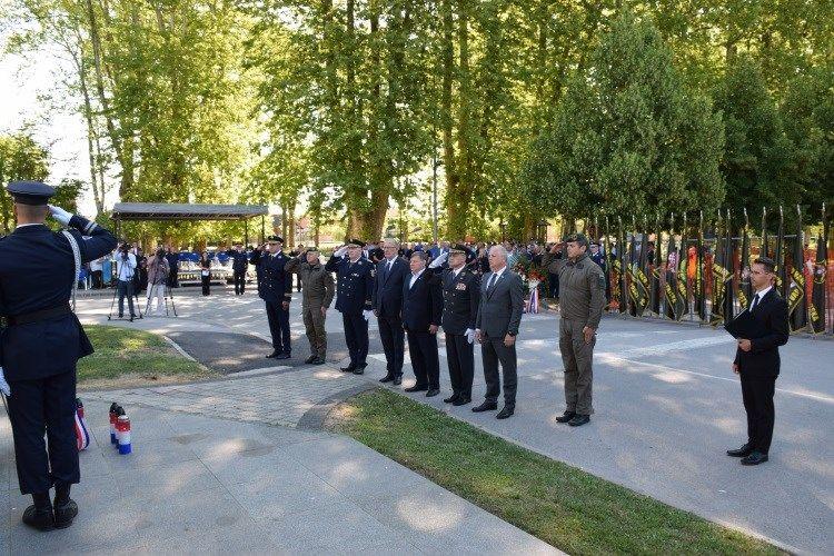 Božinović u Glini: Vlada posvećena sjećanju na žrtvu hrvatskih redarstvenika i svih hrvatskih branitelja
