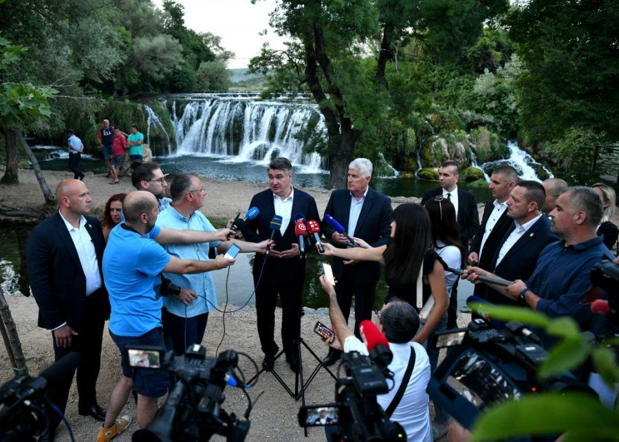 """Hrvatski predsjednik Milanović posjetio u Hercegovini Veljački prirodni biser """"slapove Koćuše"""""""