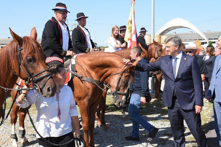 Premijer Plenković otvorio Jesenski međunarodni bjelovarski sajam – 70 milijuna eura za mlade poljoprivrednike