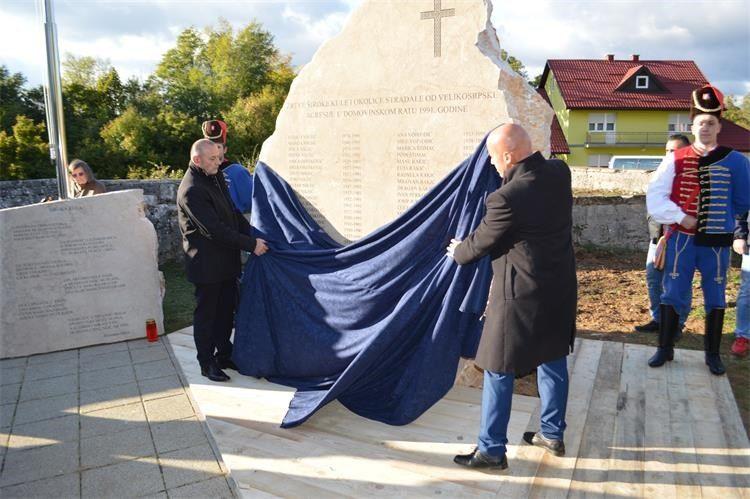 30. OBLJETNICA Ministar Medved otkrio spomenik žrtvama Široke Kule iz 1991.